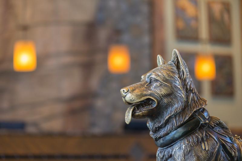 Husky statue in the Chalet resort